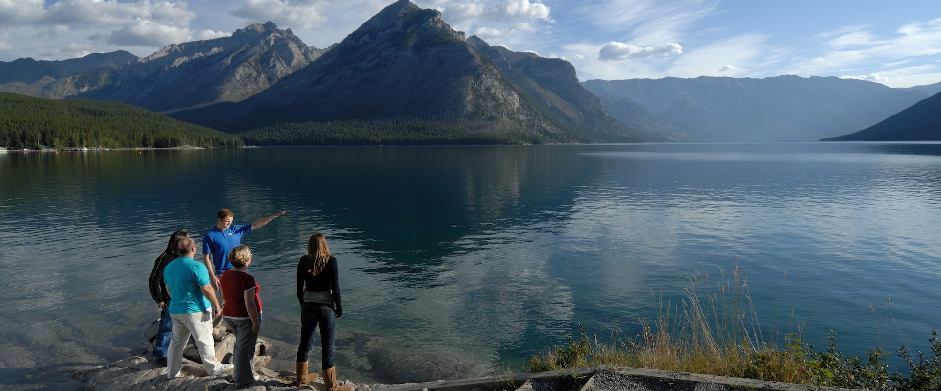 Discover Banff and Its Wildlife Lake Minnewanka