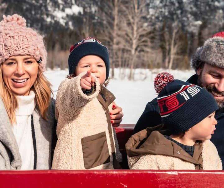 Family Banff winter sleigh ride