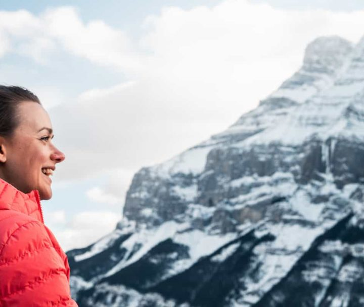 Hoodoods viewpoint on the winter Discover Banff Tour