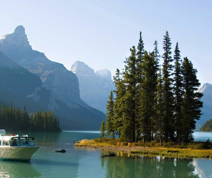 Maligne Lake Boat Cruise to Spirit Island