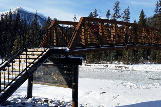 Snowshoe Tour to Paint Pots with Discover Banff Tours