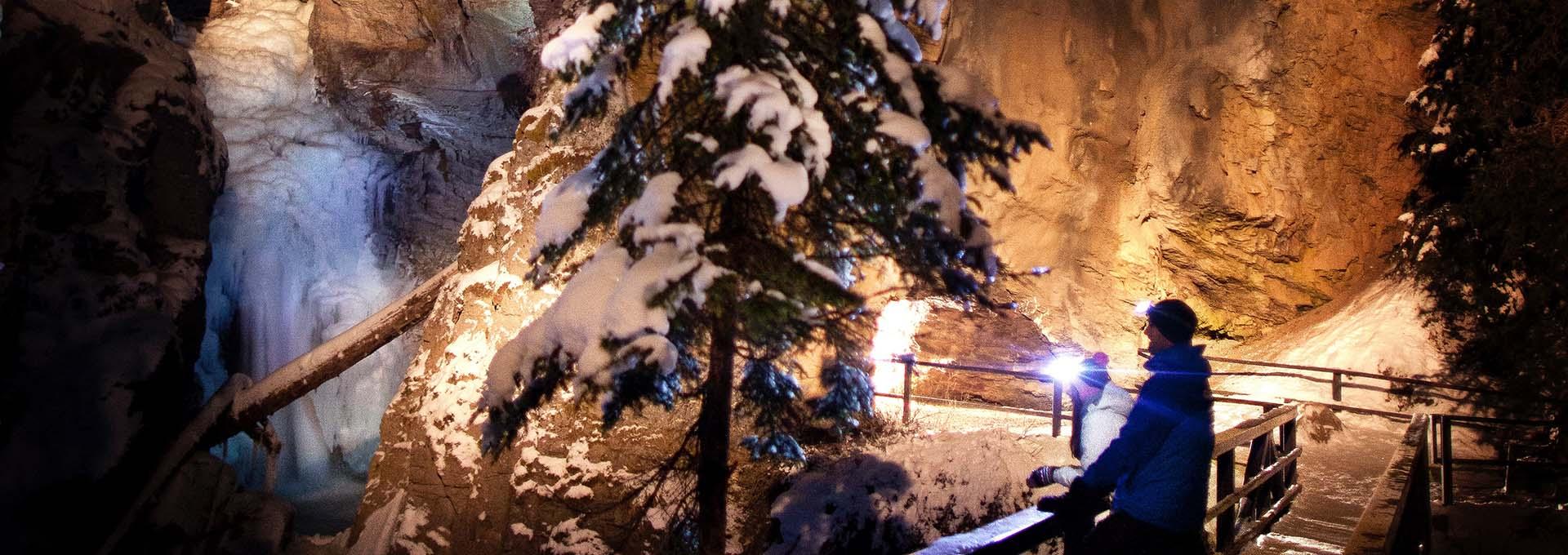 Johnston Canyon Icewalk ® Evening