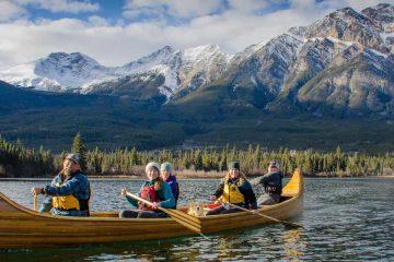 Jasper canoe tour at Pyramid Lake