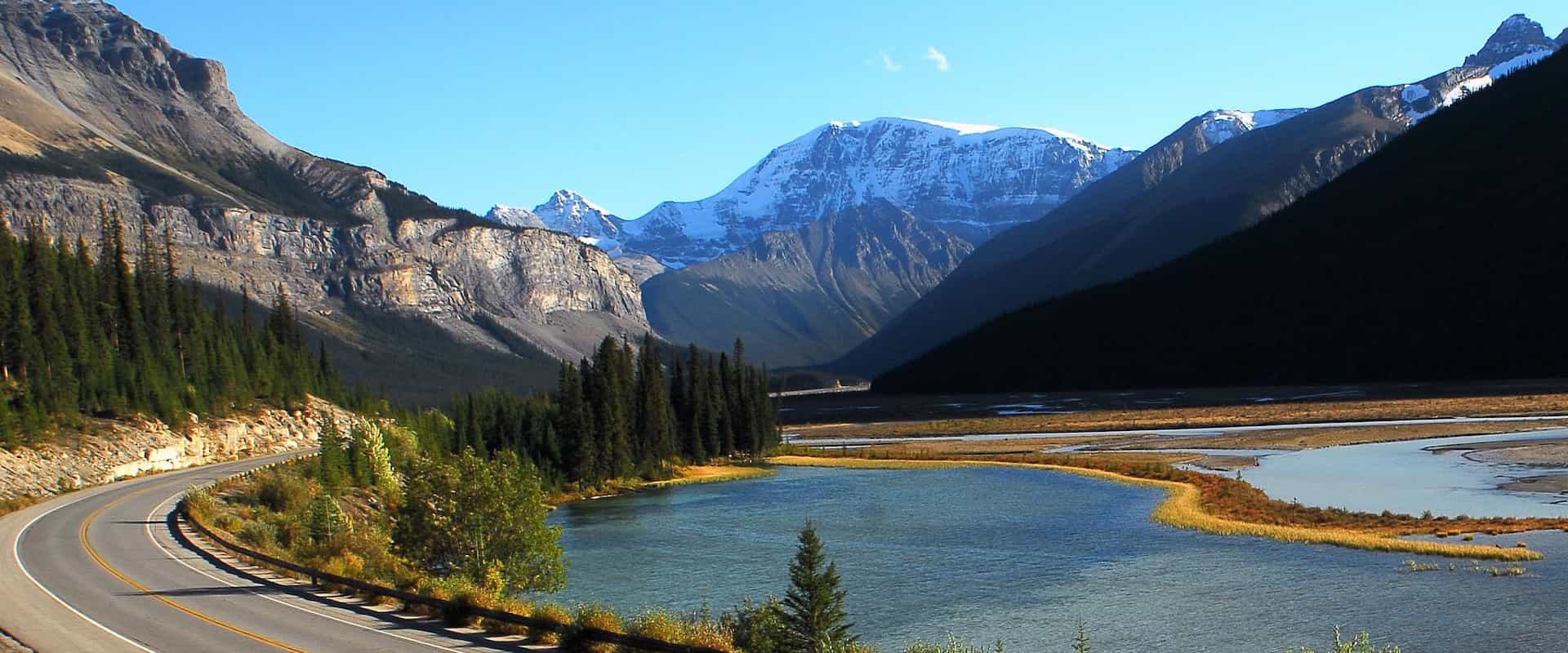 Discover the beauty of the Icefields Parkway in the Canadian Rockies